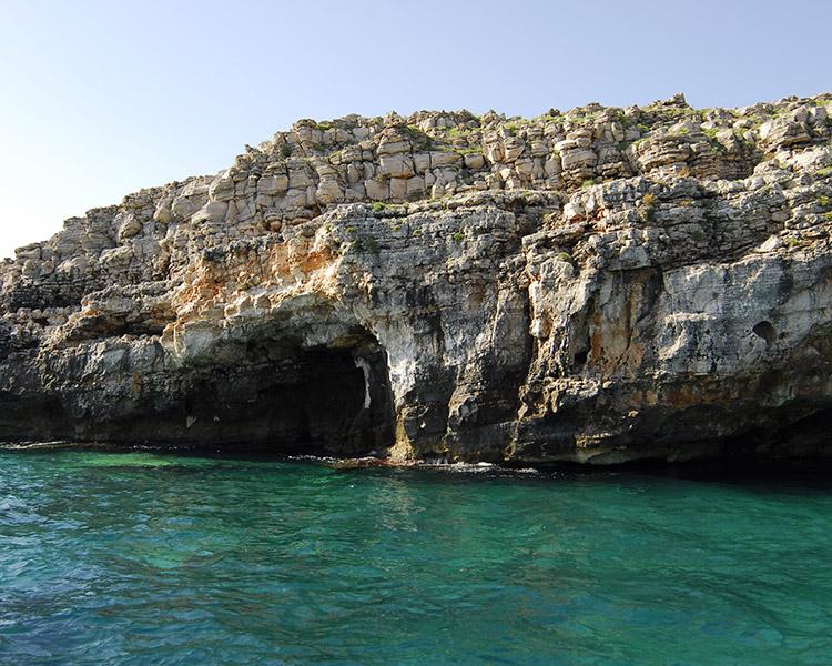 Risultati immagini per grotta porcinara leuca